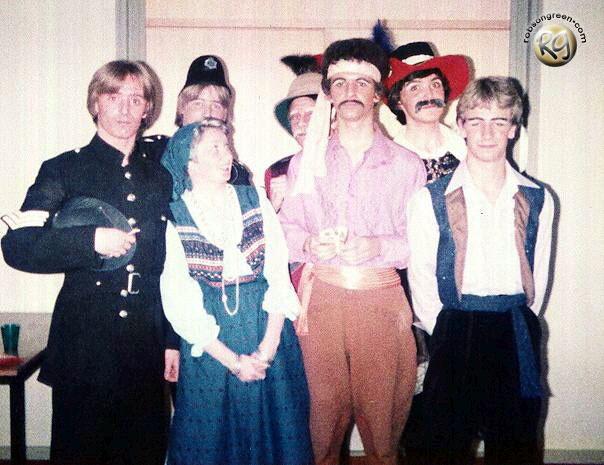 From left to right: Michael Bennett Philip Bell, Helen Pringle (?), Steven Williamson (rear), John Davis, Mark Fowlis (rear) and Robson Green.